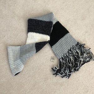 American Eagle women's scarf